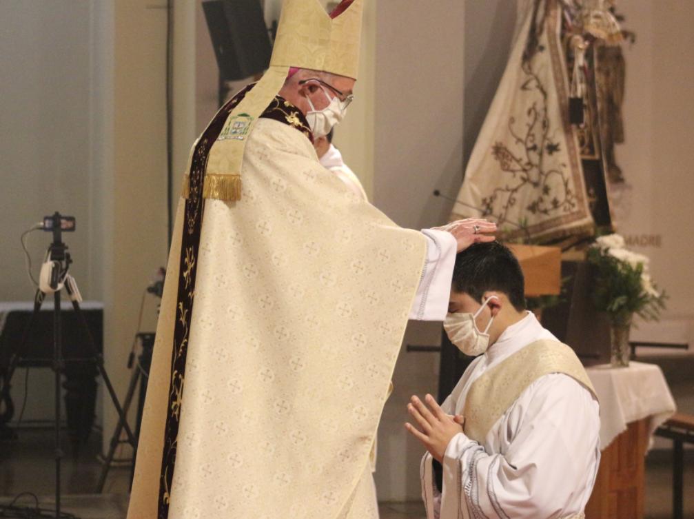 Ordenaciones sacerdotal y diaconales en tránsito